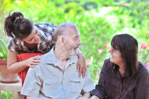Visiting a Loved One in Assisted Living: 4 Tips